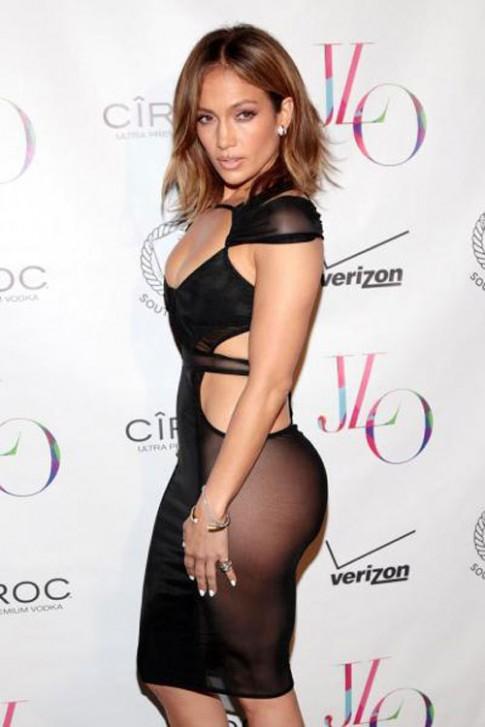 "NTK goc Viet thiet ke vay ""gay soc"" cua Jennifer Lopez"