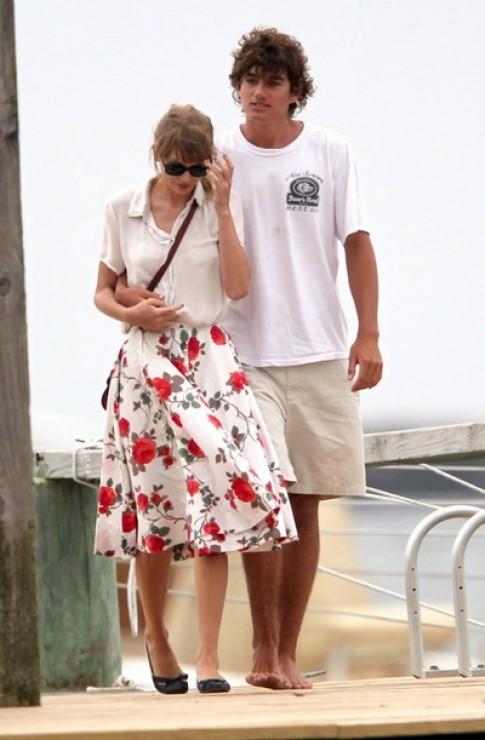 Taylor Swift doi cach mac moi khi co nguoi yeu moi (tiep)