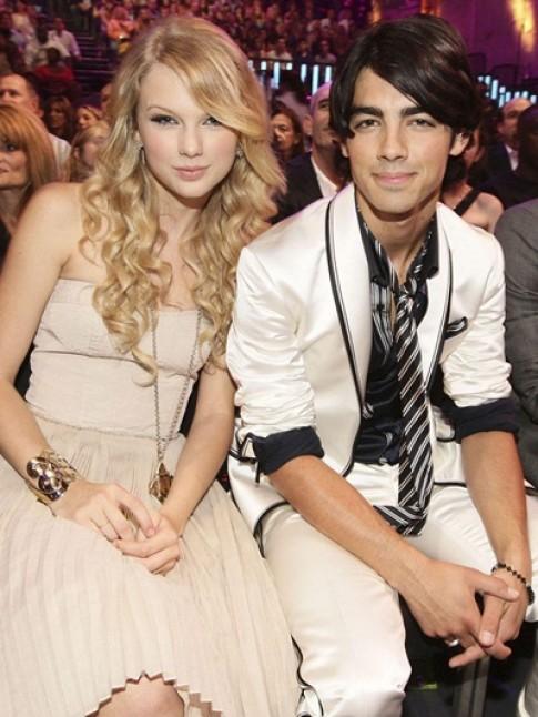 Taylor Swift doi gu thoi trang moi khi thay nguoi tinh