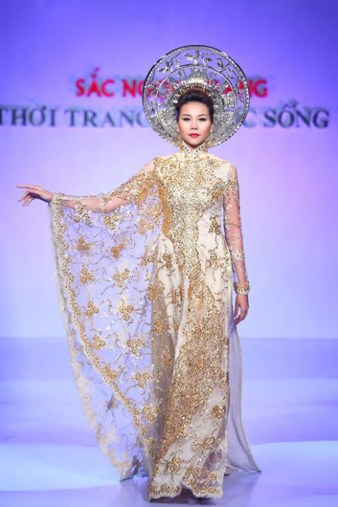 "Thanh Hang: ""Ao dai khien phu nu Viet dep nhat!"""