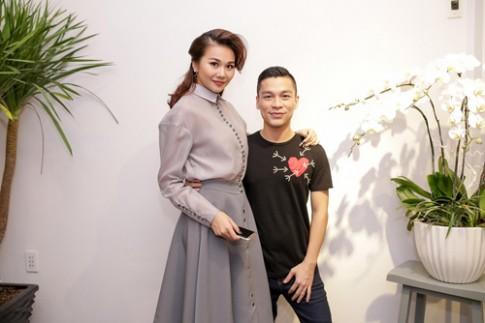 Thanh Hang va hoc tro toi chuc mung Adrian Anh Tuan