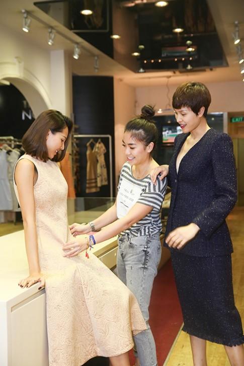 Theo chan Minh Trieu, Phuong Mai di thu do