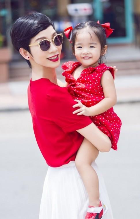 Thời trang đôi hút mắt của cặp mẹ con nổi nhất nhì Vbiz