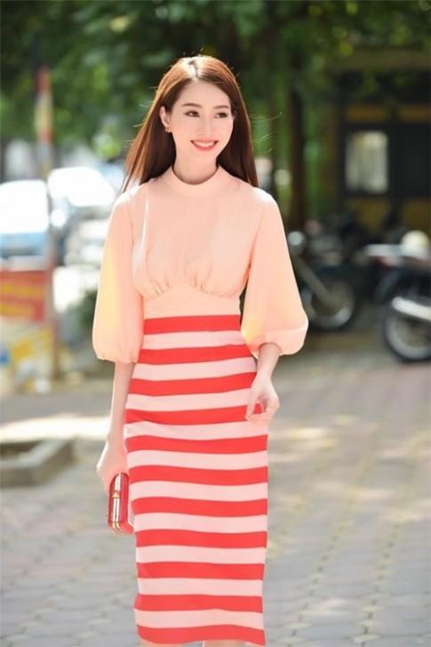 Thu Thao, Ky Duyen, song hau do sac voi vay ao thanh lich