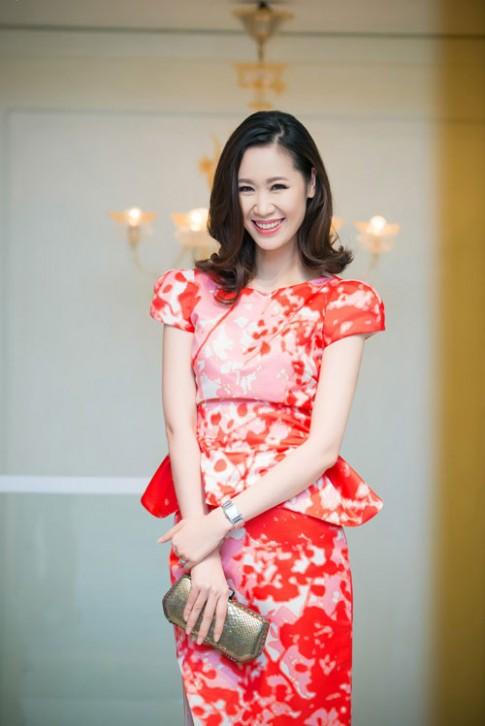Thuy Van vai tran, Duong Thuy Linh kin dao van dep
