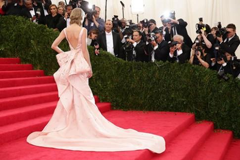 Top váy hở lưng đẹp nhất thảm đỏ Hollywood 2014