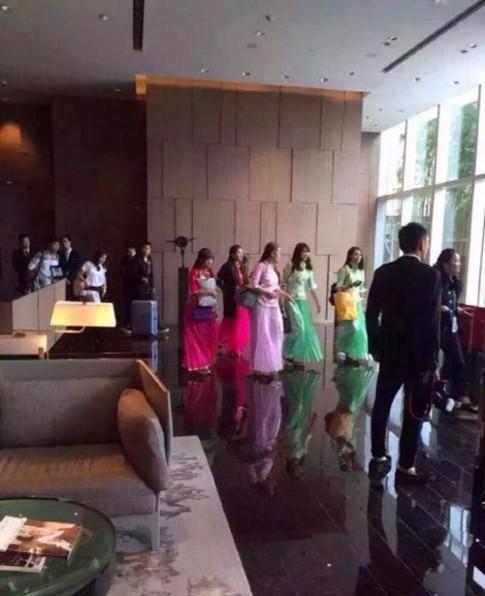 Váy phù dâu trong đám cưới của Angela Baby bị chê rẻ tiền