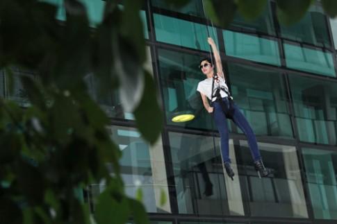 """VNTM 2014: """"Gai que"""" Nguyen Oanh bat ngo gianh ve vot sang Milan"""