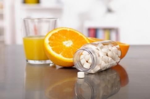 """6 cách uống nước cam """"lợi bất cập hại"""" mà nhiều người hay mắc"""
