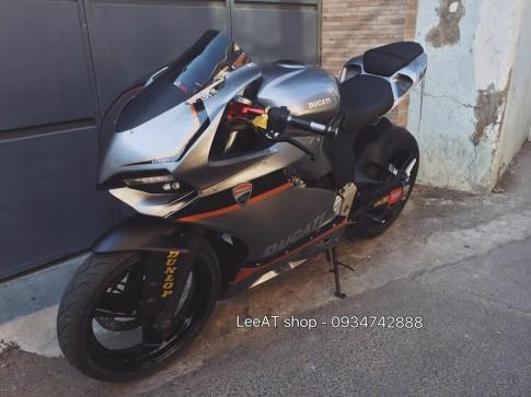 Ban do Ducati 899 vo cung doc dao tu Honda Hornet 250 tai Viet Nam