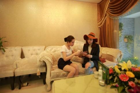 Bận rộn chạy show, sao Việt vẫn tranh thủ làm đẹp đón xuân