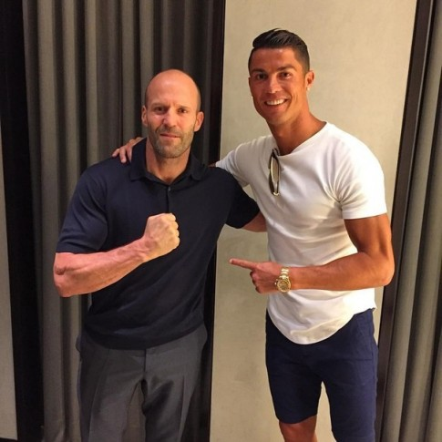 """Fan """"sot ban bat"""" vi Ronaldo va Jason Statham tu hoi"""