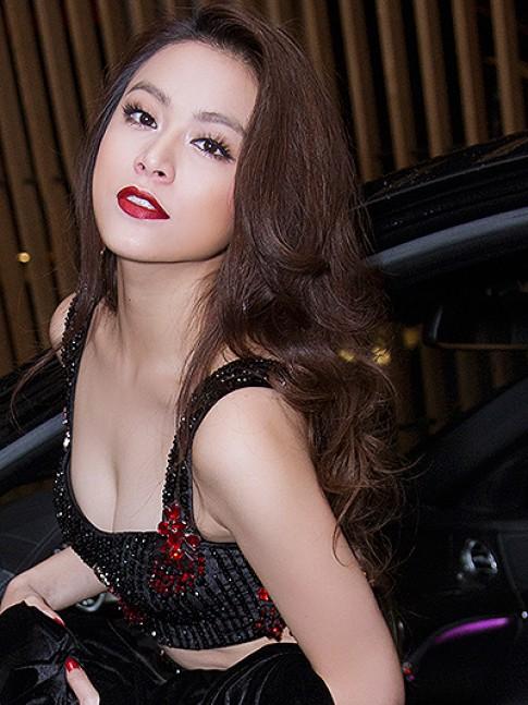 Hoang Thuy Linh, Huyen My thu hut voi doi mat dep