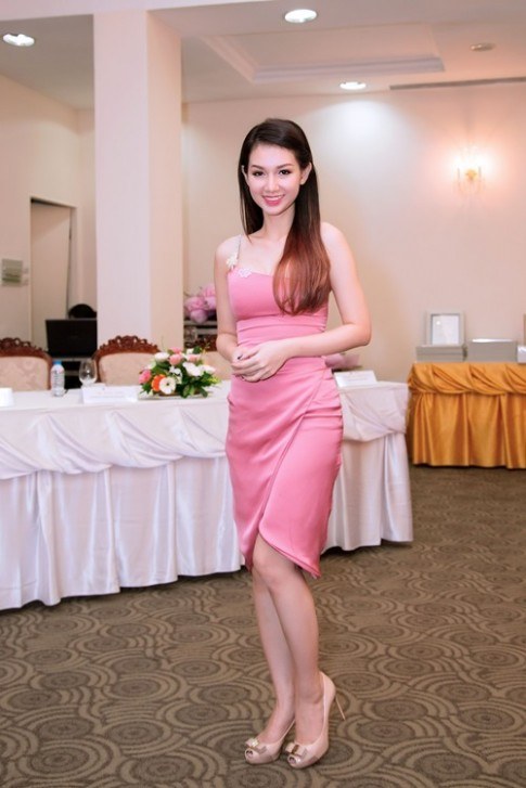 Quynh Chi do ve goi cam voi Truong Quynh Anh