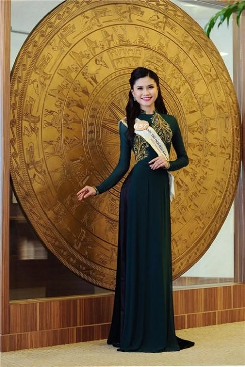 Thi sinh HH Ban Sac Viet khoe dang mem mai voi trang phuc da hoi