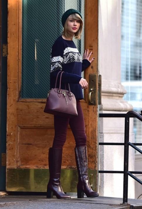 Thu choi tui xach cua Taylor Swift