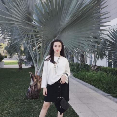 Angela Phương Trinh vẫn sành điệu với túi xách 700 ngàn đồng