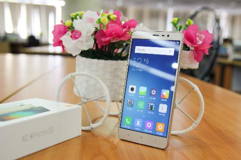 Anh thuc te mau smartphone Xiaomi Redmi Note 3 Pro