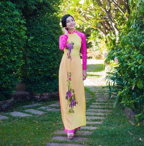 Áo dài tôn đường cong mỹ miều cho thiếu nữ mùa xuân