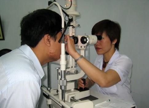 Bị bệnh mắt dai dẳng 14 năm nay