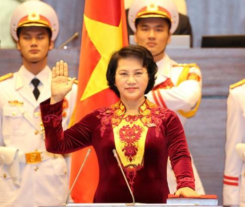 Bi mat sau ta ao dai cua Chu tich QH Nguyen Thi Kim Ngan