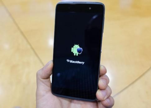 BlackBerry va van bai Android gia re tu Trung Quoc