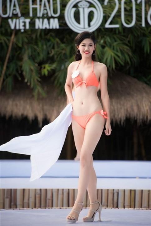"""""""Bong mat"""" voi hinh the cua thi sinh Hoa hau Viet Nam 2016"""