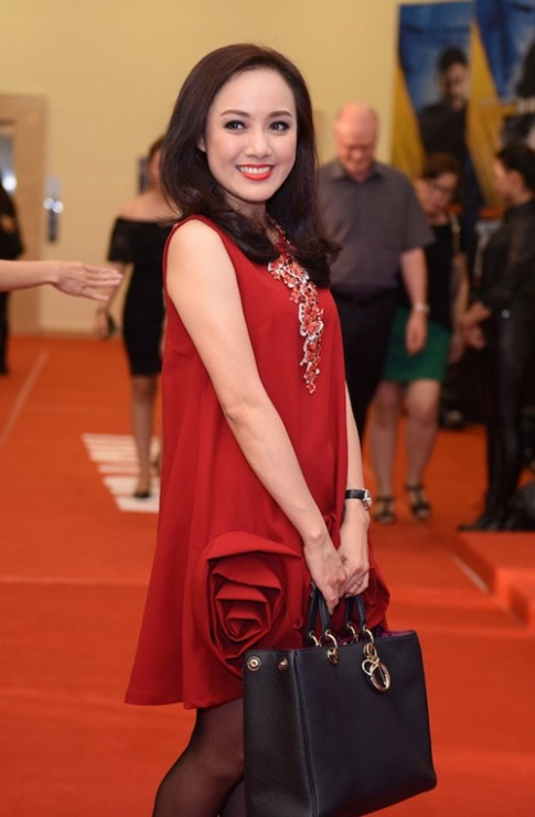 BTV thoi su VTV Hoai Anh di xem phim cua Truong Ngoc Anh