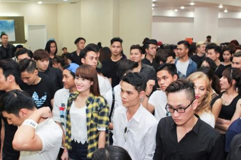 """""""Chân dài"""" Hà Nội rủ nhau đi casting Vietnam International Fashion Week"""