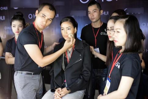 Chuyên gia tiết lộ hậu trường make up tuần lễ VN Quốc tế