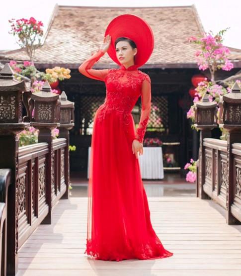 Cô dâu mùa hè tuyệt xinh với áo dài cưới màu đỏ!