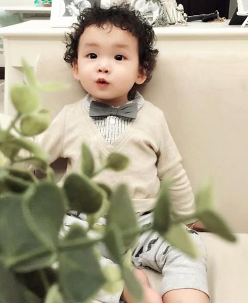 Con trai HH Diem Huong da trang, toc xoan nhu hotboy