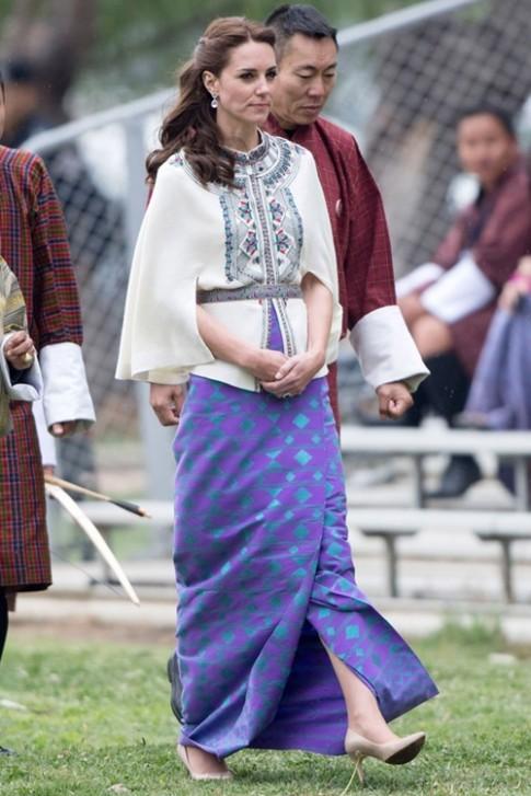 Công nương Kate Middleton được thán phục khi trổ tài mặc đẹp