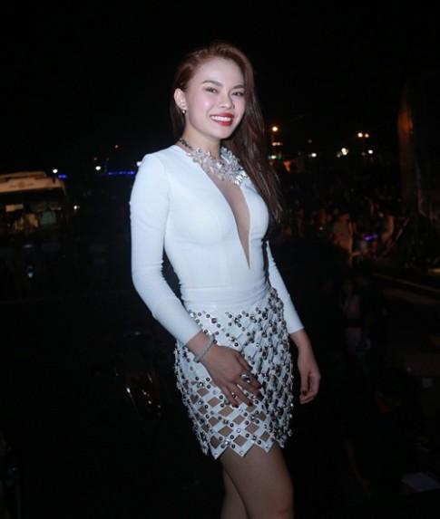 Dong Nhi, Giang Hong Ngoc sexy 'gay me' khan gia Quang Ninh