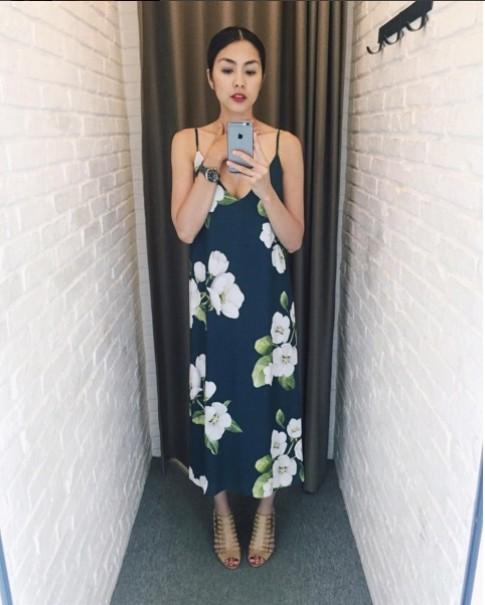 Fan phấn khích vì Hà Tăng diện váy khoét ngực gợi cảm