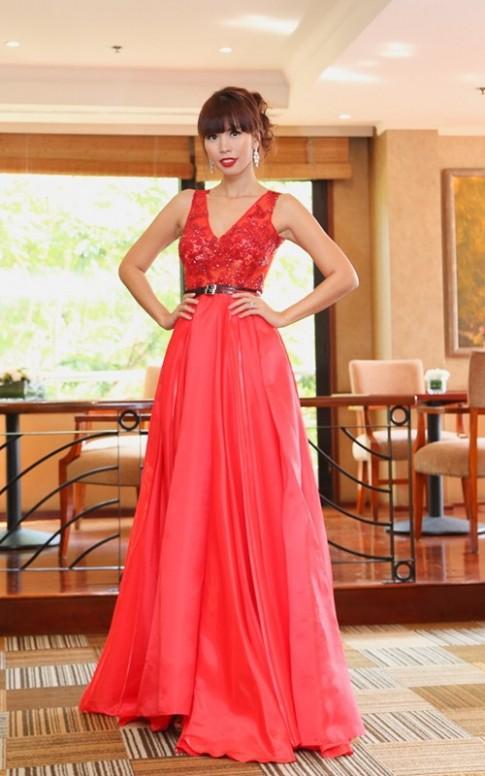 Hà Anh gợi cảm đón dàn Miss Global tới Việt Nam