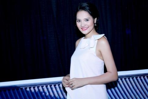 HH Hương Giang khoe bụng bầu 7 tháng tại sự kiện