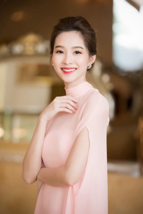 HH Thu Thao dep mong manh tua nu than tai Ha Noi