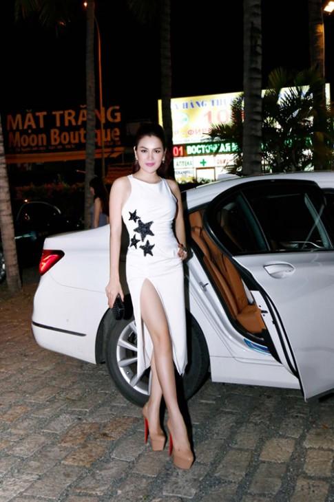 Hoa hậu 3 con Phương Lê hở bạo khi làm giám khảo