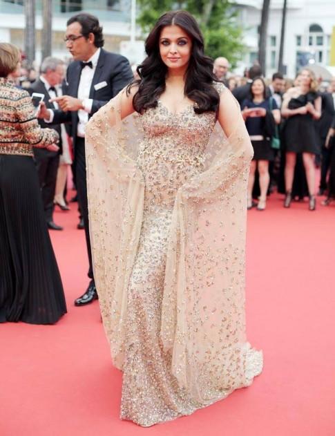 Hoa hau dep nhat the gioi hoa nu than tren tham do Cannes