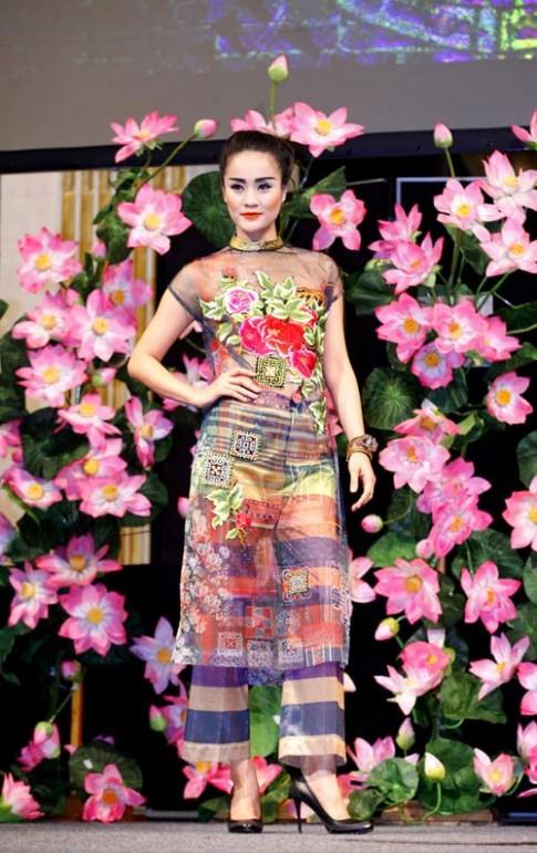 Hoa hau Ngoc Han noi bat tai Toa Thi chinh Paris