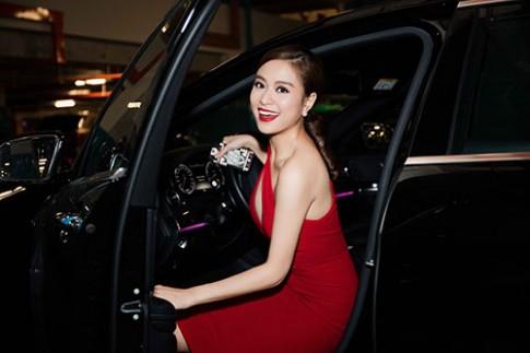 "Hoang Thuy Linh vay do sexy, ""kep""chat Vinh Thuy"