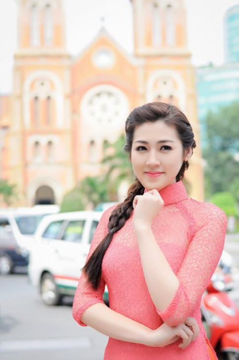 Hoc tap sao Viet nhung kieu toc dep cho nang doc than ngay 14/2