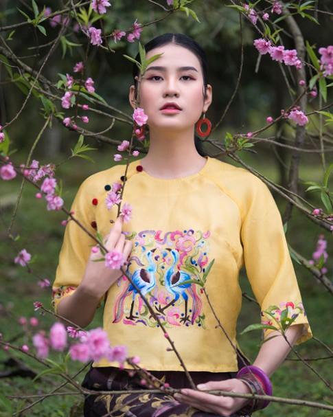 Hồn Việt đậm đà trong những tà áo dài gấm