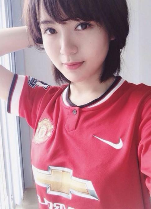 'Hot girl MU' xinh ngat ngay gay 'bao' cong dong mang