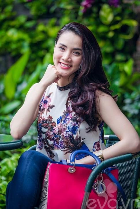 Khám túi hiệu giá 150 triệu đồng Trang Nhung