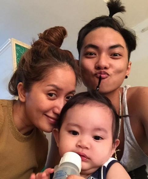 Khánh Thi khoe ảnh cả gia đình buộc tóc cực yêu