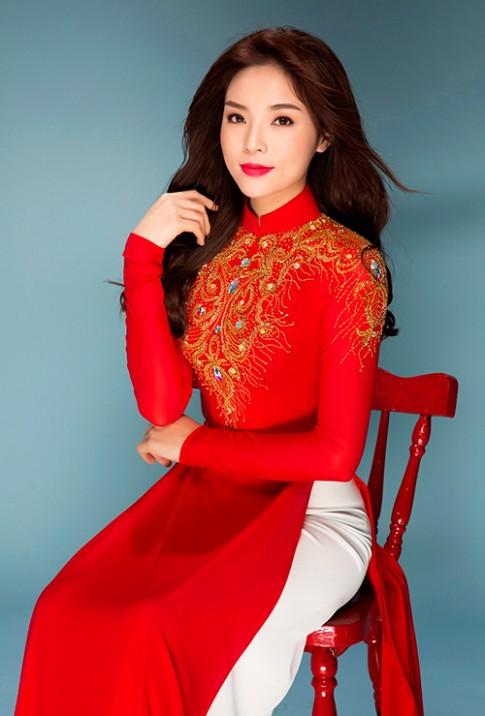 Ky Duyen mac ao dai khoe duong cong chuan tung cen-ti-met