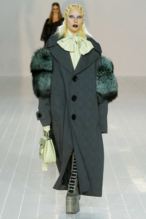 Lady Gaga ma quai trong show Marc Jacobs