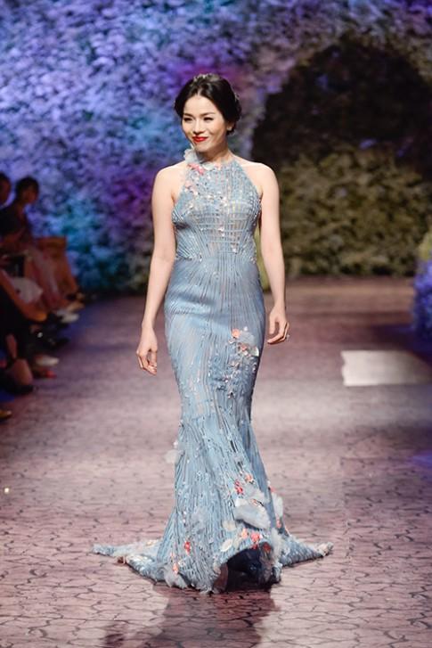 Le Quyen, Thu Phuong tu tin trong lan dau lam nguoi mau